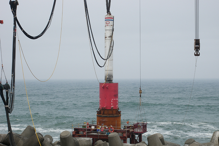 Leader guided pile driving with S-500. Pile speech(φ1,500 mm Length 80 m)